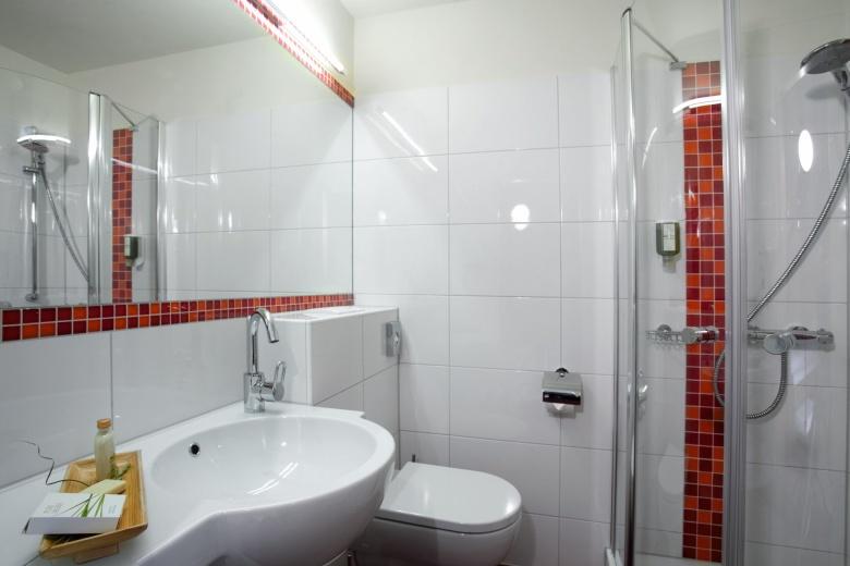 Badezimmer Beispiel Ansicht, Familienferien im Brandnertal, Vorarlberg, Hotel Lagant