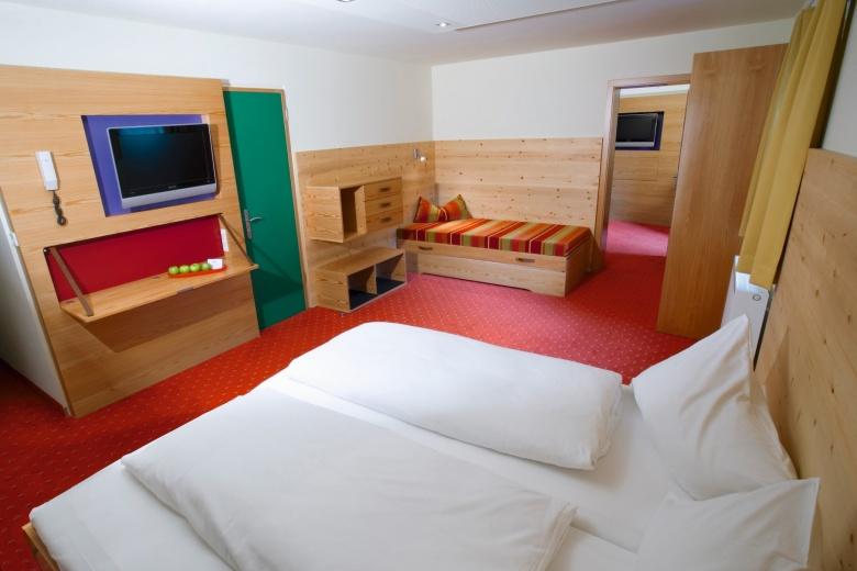 Familienzimmer mit zwei Räumen, Kinderhotel Lagant, Brandnertal