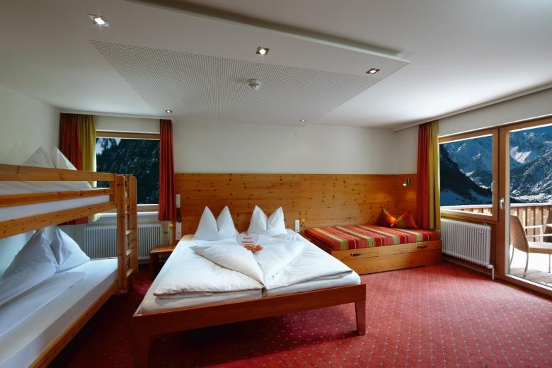 Zimmerbeschreibung, Familienzimmer, Familie im Urlaub, Hotel Lagant