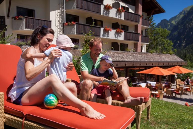 Sonnenterrasse, Kinder- und Familienhotel Lagant, Brandnertal, Vorarlberg