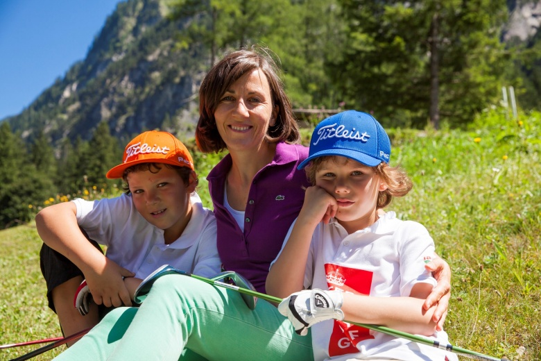 fam Initiatorin und Inhaberin Andrea Schwärzler mit Kindern, Golf und Tennis in Brand, Vorarlberg