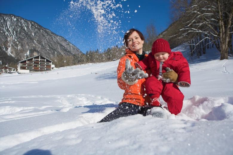 Winterurlaub mit Baby im Baby- und Kinderhotel Lagant, Brandnertall, Vorarlberg