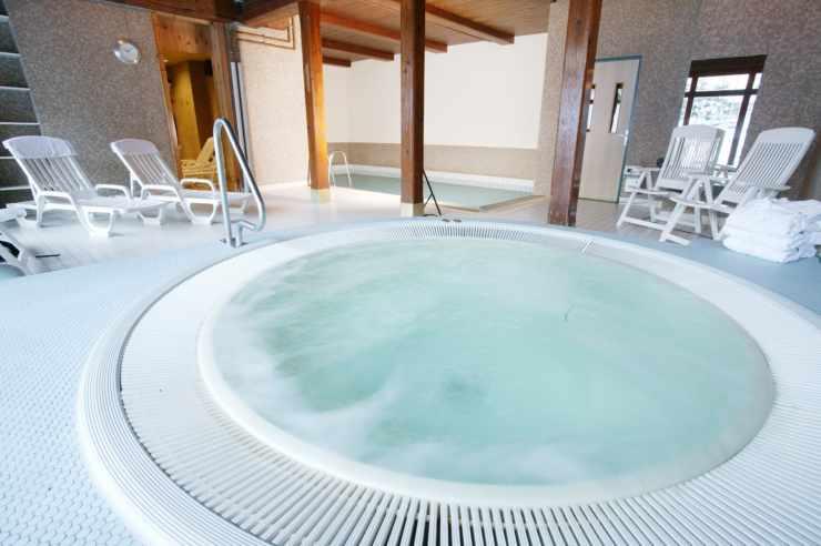 Whirlpool und Spa Bereich im Familienhotel Lagant