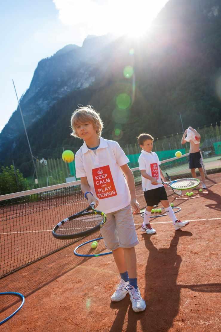 Tennisurlaub, Familienhotel mit Tennisplatz