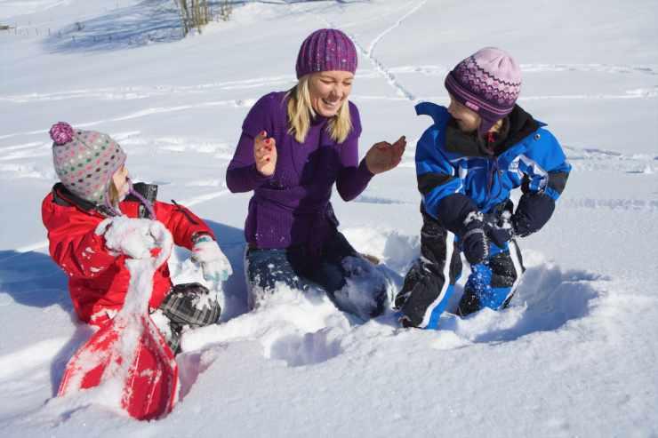 Winter in den Berge, Skifahren mit der Familie