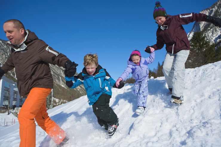 Aktiver Winterurlaub mit der Familie im Kinderhotel Lagant