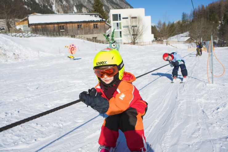 Kinderskikurs im Familienurlaub, Winterurlaub, Skiferien