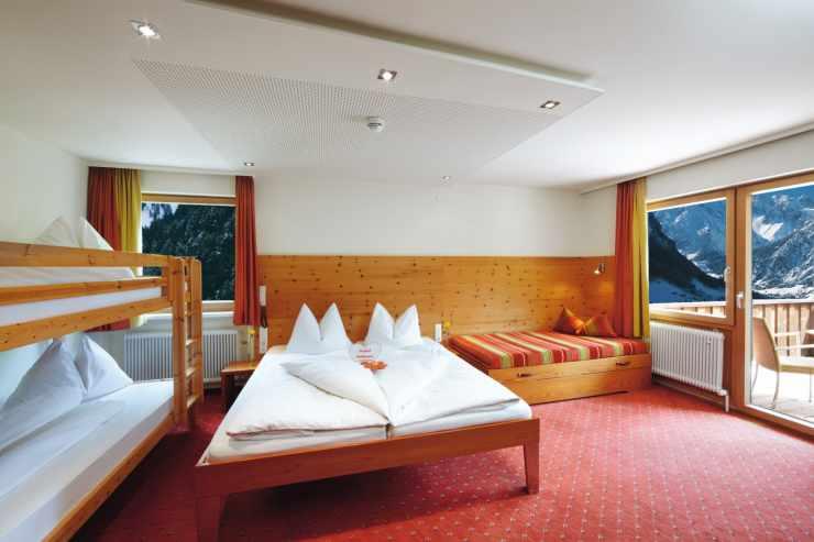 Wohlfühlzimmer mit Zirbe, Skiurlaub, Sommerurlaub in den Bergen