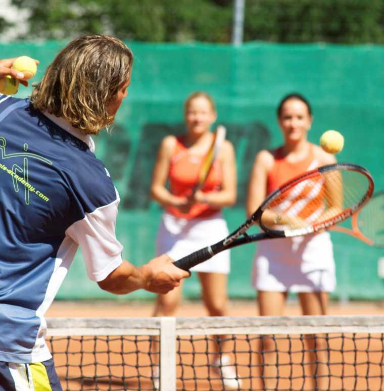 Bergsport, Sport in den Bergen, Hotel mit Tennisanlage, Golfhotel
