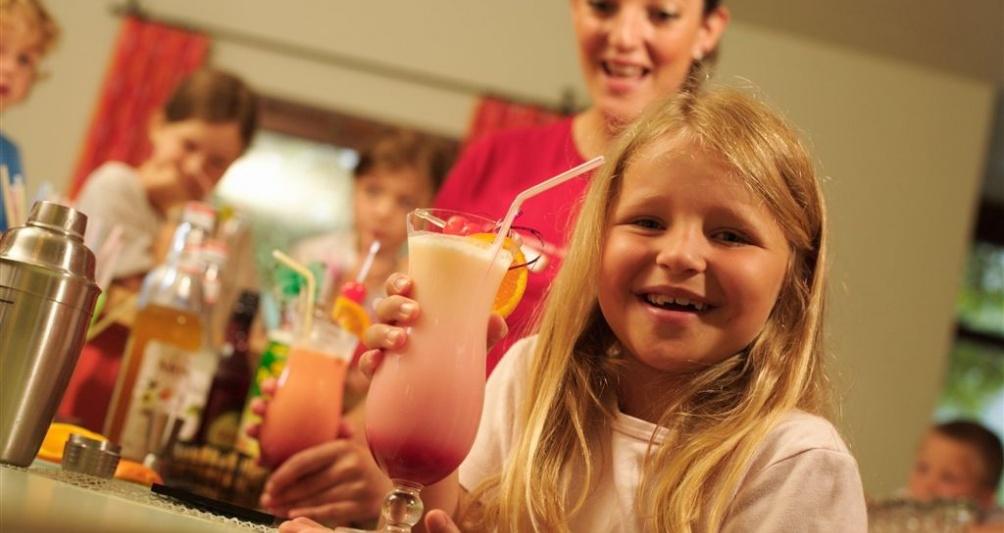 Cocktailkurs in der Kinderbetreuung, Familienhotel Lagant
