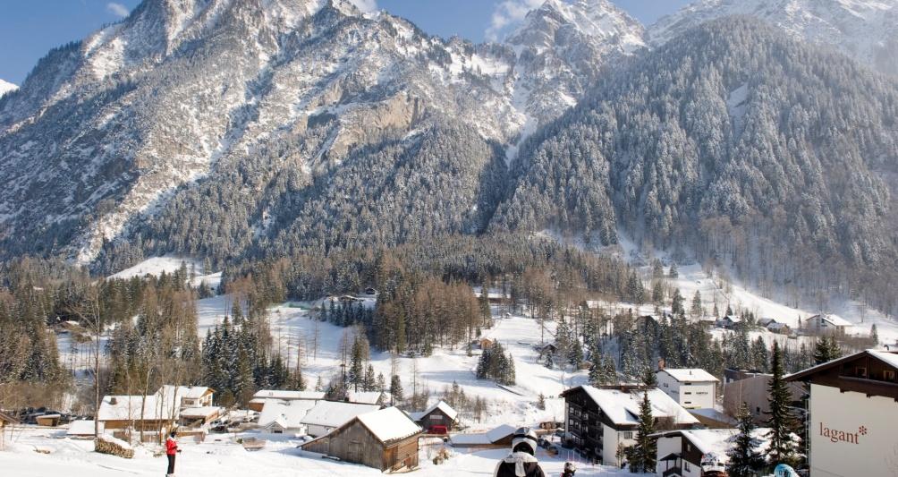 Skiurlaub mit der Familie im Kinderhotel Lagant, Vorarlberg, Österreich