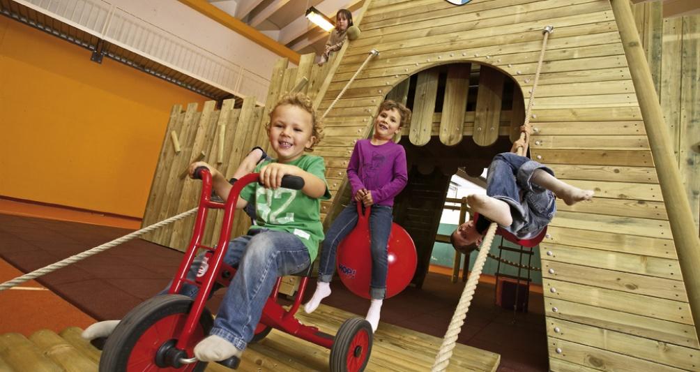 Lagant Holzritterburg im Aktivbereich der Kinderbetreuung